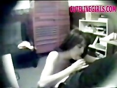 BATHROOM HIDDEN CAMERA CUTE TEEN...